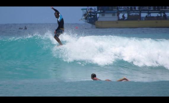 サーフムービー:Queens, Waikiki. Surfing in Hawaii.