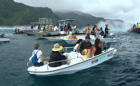 サーフムービー:Highlights: First Quarterfinalists Decided in Tahiti