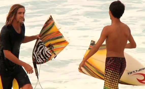 サーフムービー:SURF   Gnarly North Shore Wipeouts