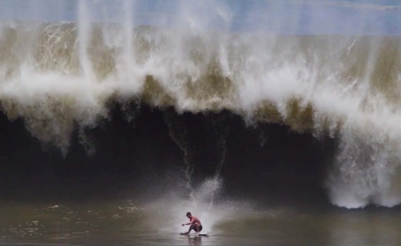 サーフムービー:Brad Domke Skimboards Better Than You'll Ever Surf