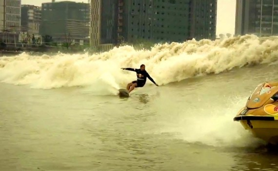 サーフムービー:Enter the Silver Dragon – Red Bull Qiantang Shoot Out 2013