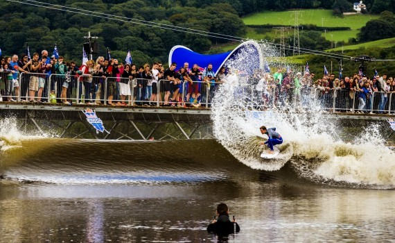 サーフムービー:Pro Surf Contest in a Wave Pool – Red Bull Unleashed