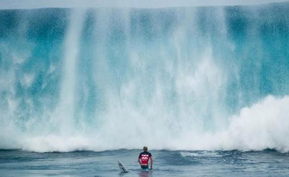 サーフムービー:Caught Inside Massive Waves