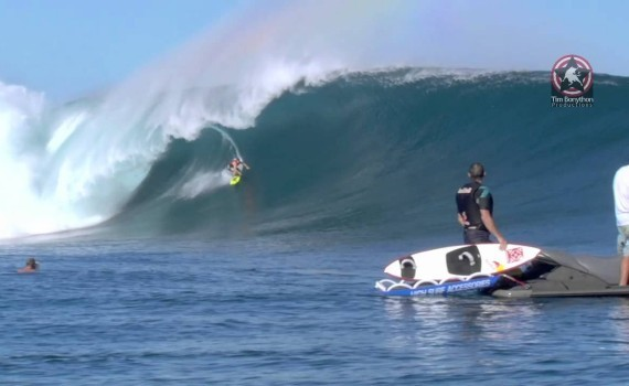 サーフムービー:Surfing Fiji Cloudbreak Big Surf | July 2011