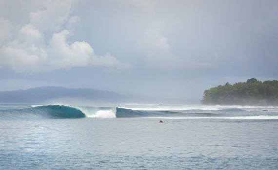 サーフムービー:Somewhere in North Sumatra – surfing on board Seriti surf charter