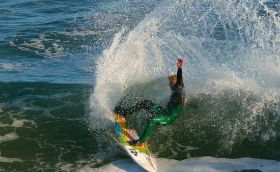 サーフムービー(ライディングばかり):Surfing Steamer Lane. Fun Waves in Santa Cruz, California