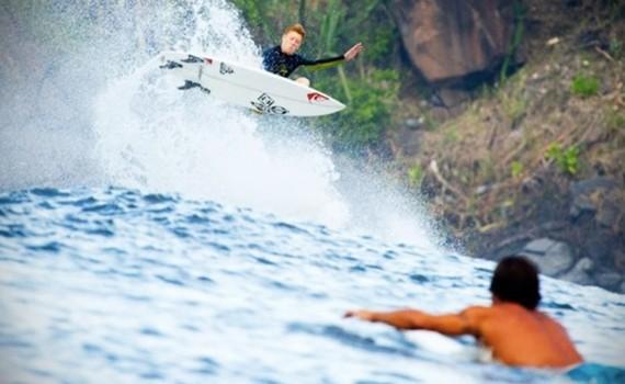 エルサルバドルでサーフィン