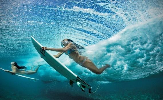 サモアでサーフィン